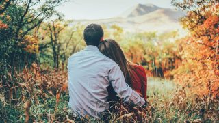5 Online Dating Tips to Attract an Aquarius Man