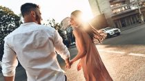 Do Aquarius Men like Public Display of Affection?