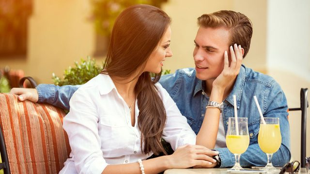 10 Online Dating Tips to Attract a Cancer Man